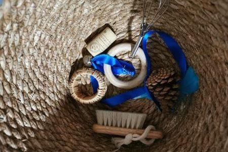 Voilà différents objets contenus dans une boite à trésors