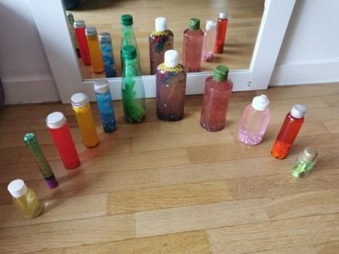 Recycler des objets pour fabriquer des  bouteilles sensorielles DIY