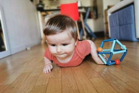 Comment favoriser la motricité libre du bébé?