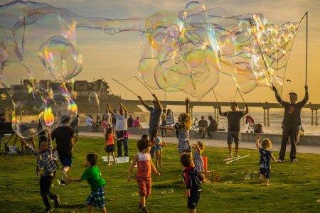 Quels jeux et activités faire cet été en extérieurs avec les enfants