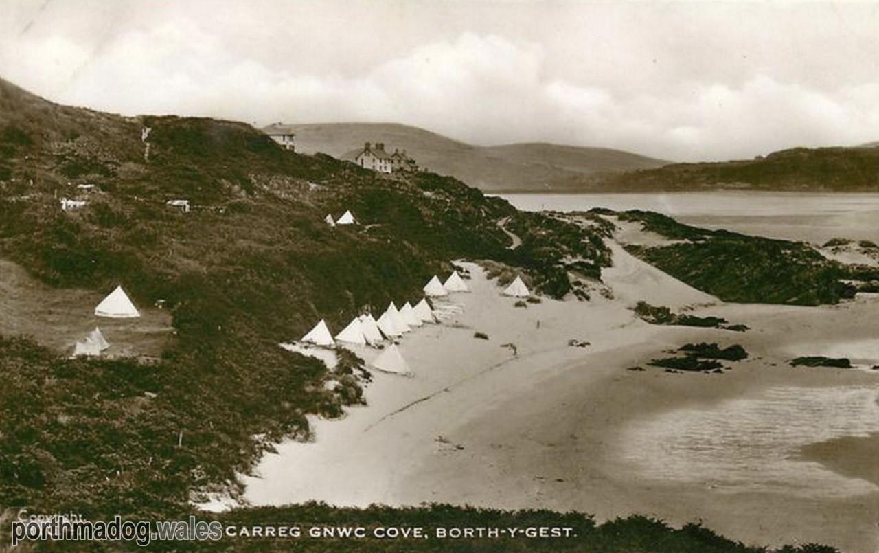 Postcard of Carreg Gnwc, Borth-y-Gest