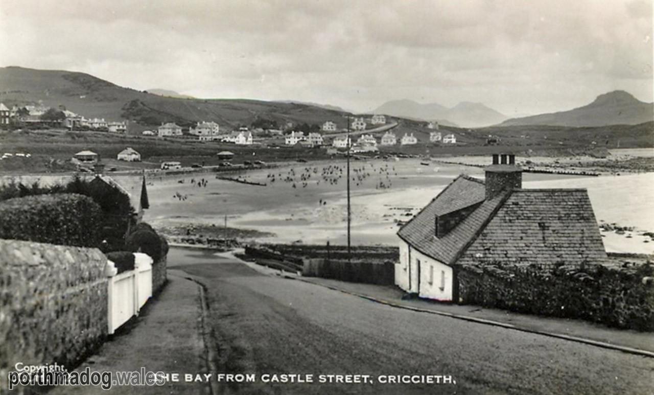 Postcard of Castle Street, Criccieth