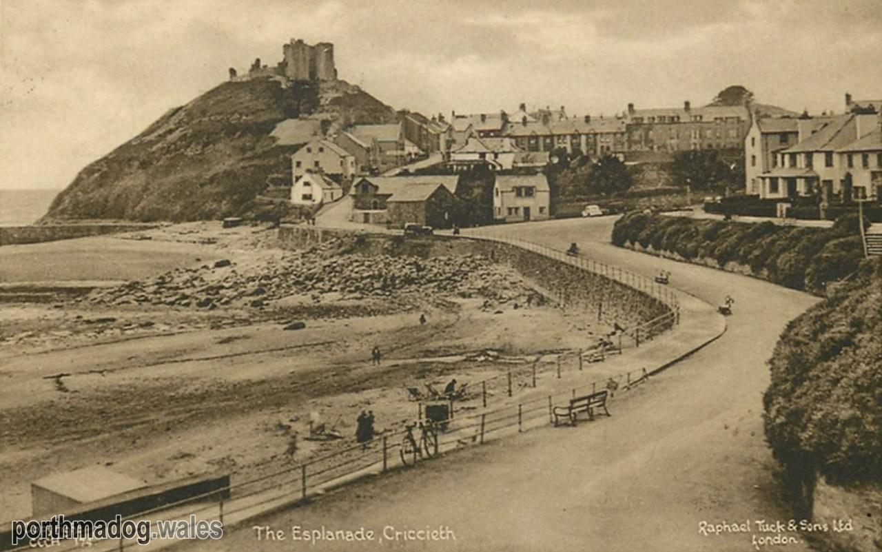 Postcard of Criccieth Promenade / Esplanade