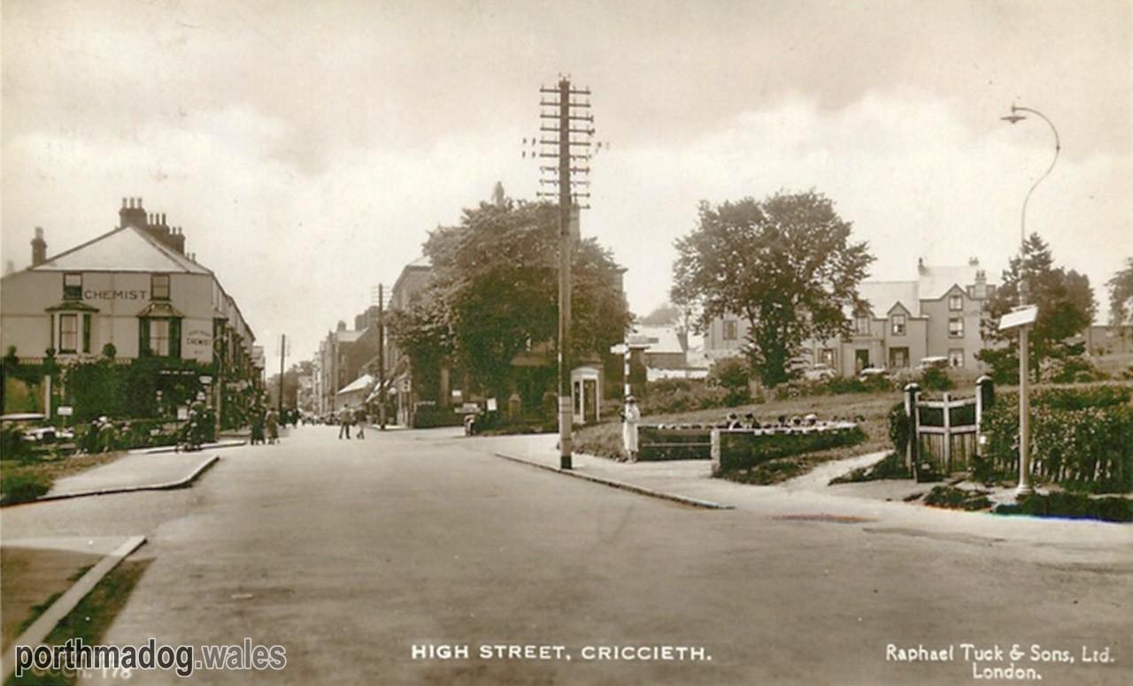Postcard of Criccieth High Street