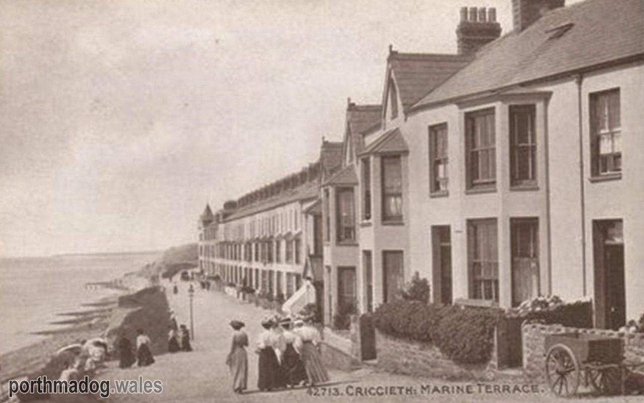 Postcard of Marine Terrace, Criccieth