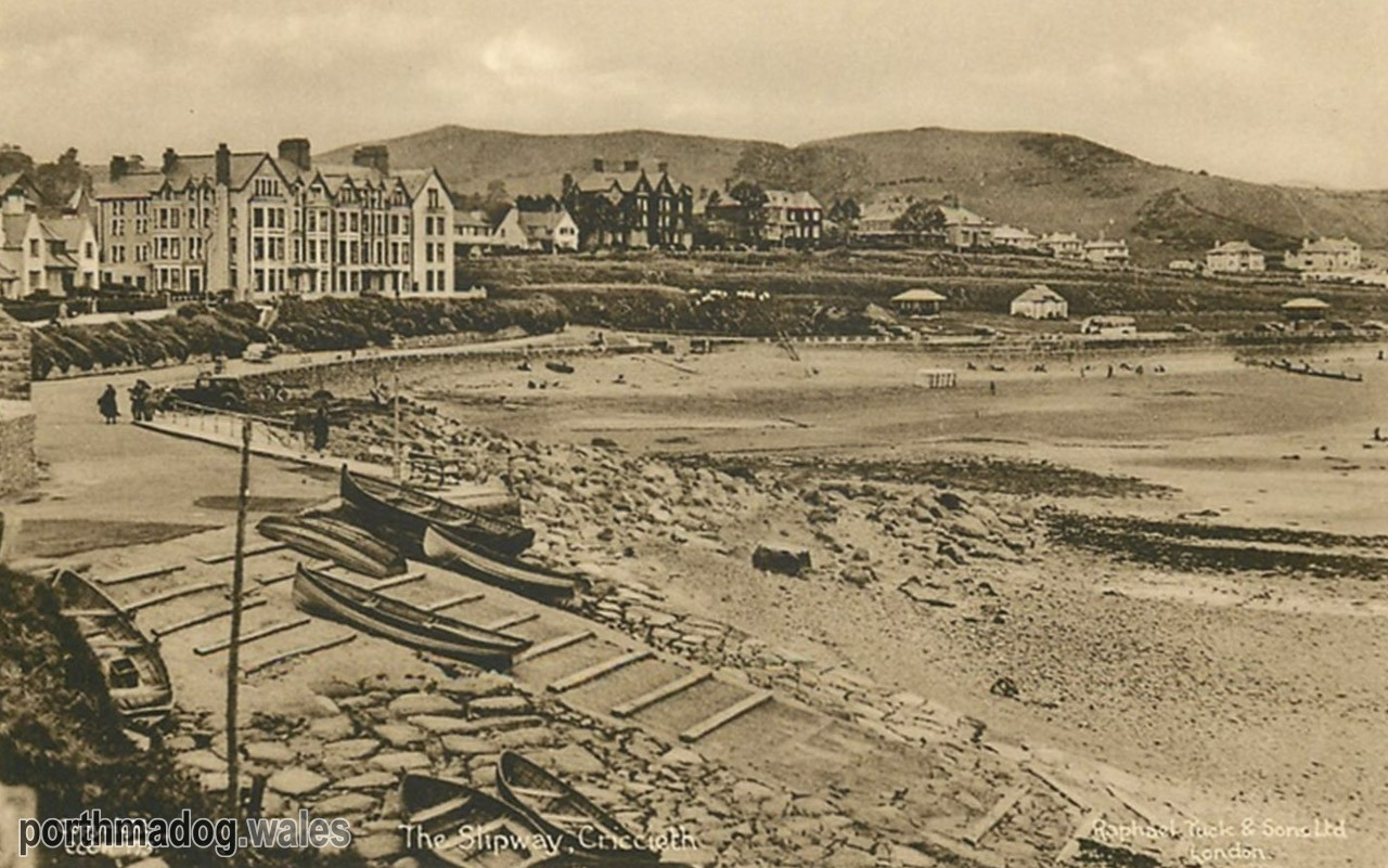 Postcard of Criccieth Slipway