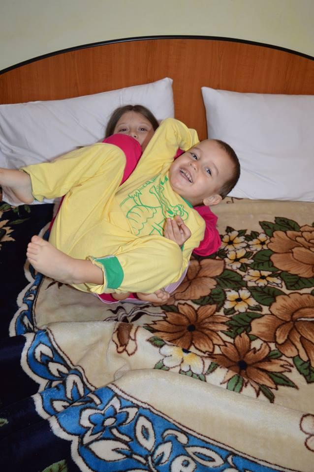 Pernele sunt moi, somnul e ușor, copiii fericiți
