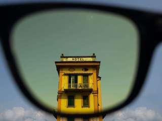 """มองโลกเป็นสี Wes Anderson ด้วยฟิลเตอร์จากแว่นกันแดด """"Spectachrome"""""""