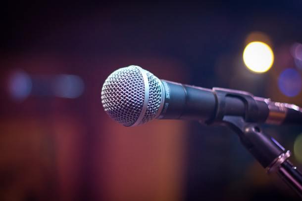 free virtual comedy show
