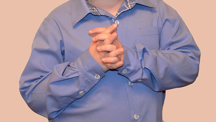 Siluetta libera della camicia degli uomini