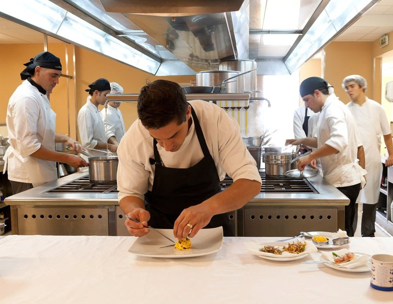 Ricardo Costa en action - Chef 2 etoiles Michelin- Yeatman - Vila Nova de Gaia - Porto