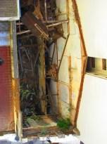 Do prédio de vinte cômodos, sobraram apenas escombros (Foto: Chico Cougo)