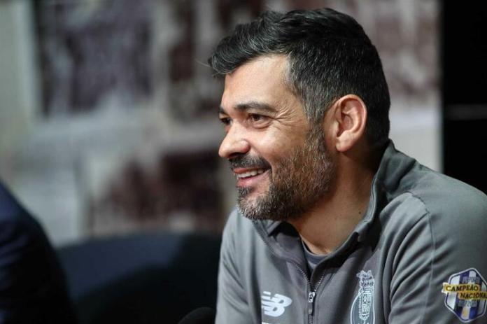 Sérgio Conceição renova até 2021 antes do clássico