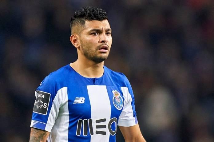 Twente bloqueia transferência de Jesús Corona para o sevilla