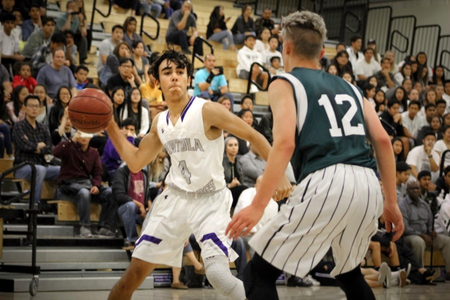 Sophomore+and+shooting+guard+%234+Omar+Habibeh+attempts+to+work+around+a+defensive+Pakuranga+player+in+order+to+pass+the+ball+to+a+teammate.