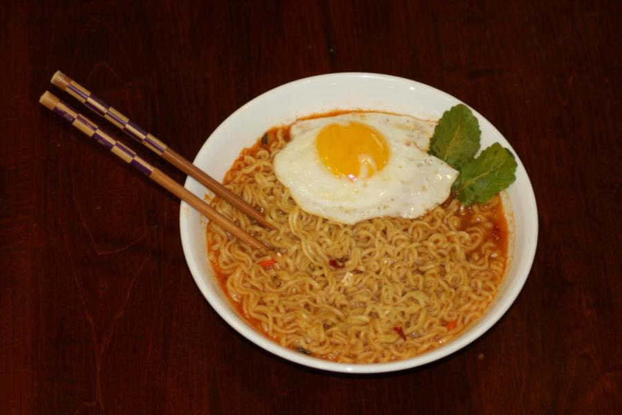 Here+is+a+simple+five+minute+bowl+of+shin+ramen+topped+off+with+a+fried+egg+and+some+kale.+