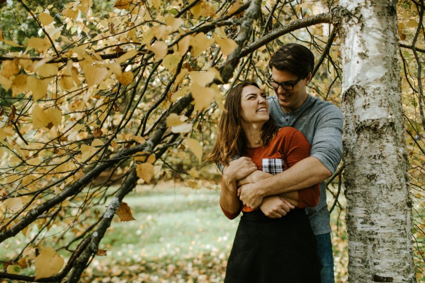 seattle wedding photographer fall washington park arboretum engagement