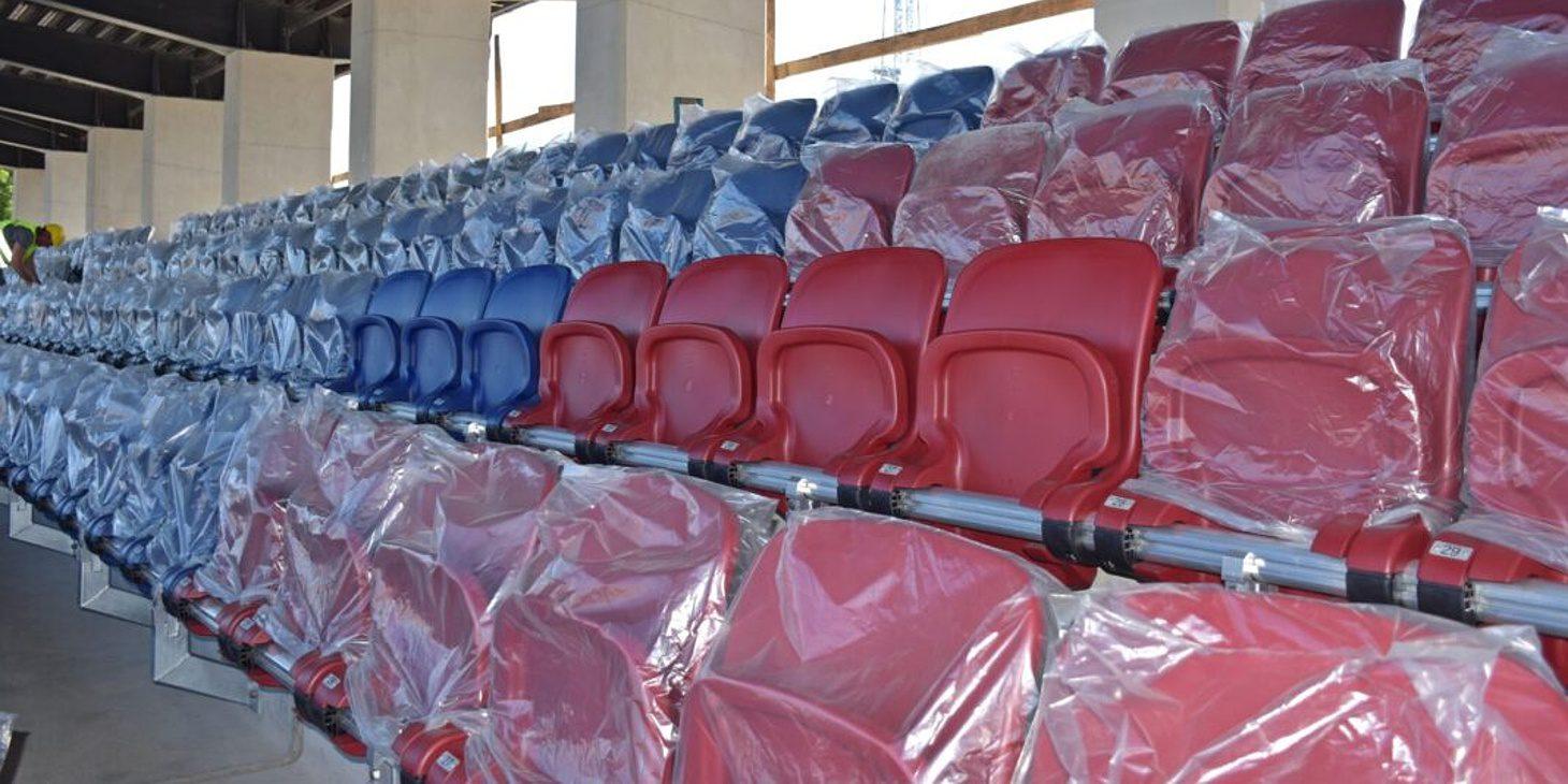 Stadion: Ruszył montaż krzesełek.