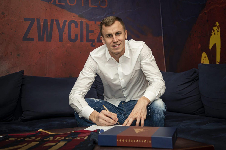 Paweł Stolarski nowym  stoperem Pogoni