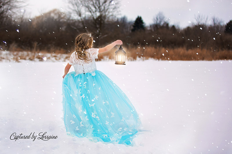 Princess-with-lantern-in-snow