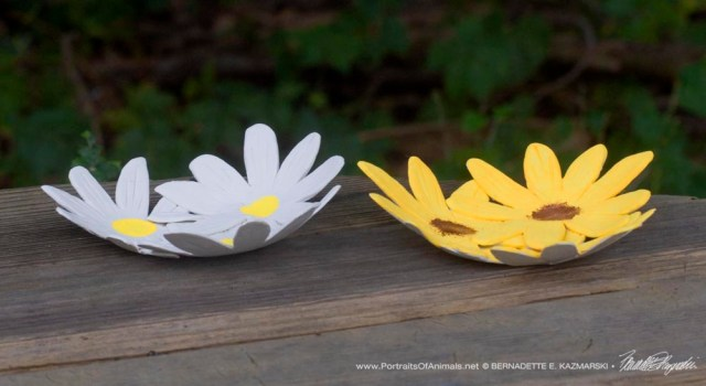 Daisy and sunflower decorative dishes.