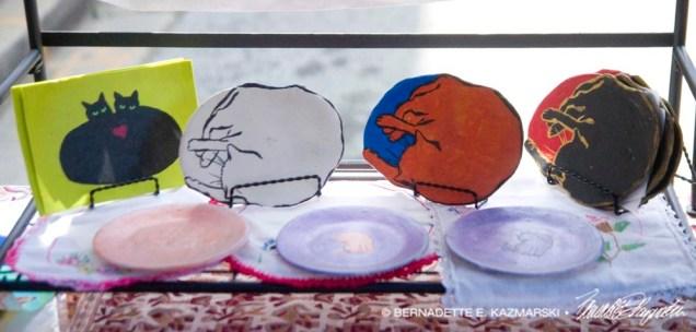 Decorative dishes shelf