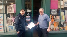 Cllr Jason Pritchard hands in petition on behalf of Portsoken small businesses to Paul Gardner of EETG
