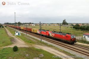 Comboio Entroncamento - Terminal XXI, operado com composição de 600 metros e 2000 toneladas.