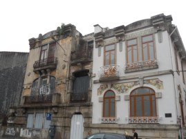 I had a wander around Porto centre . There are some lovely restored buildings , and lots that are slowly decaying. Such a shame .