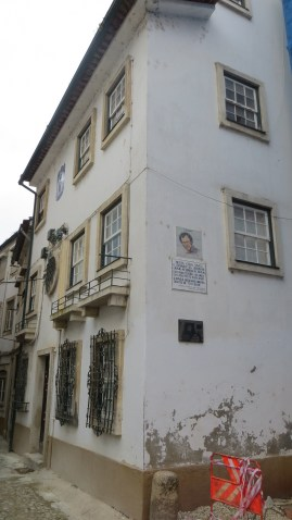 I stumbled across a house where the famous Portuguese singer Jose Alfonso lived for a while