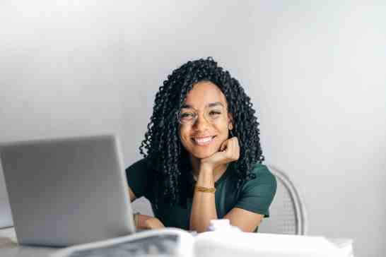 woman thinks about the best way to learn Brazilian Portuguese