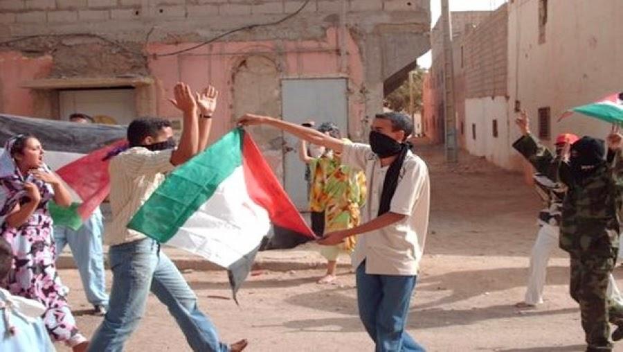 Manifestantes saharauis en los territorios ocupados del Sahara Occidental