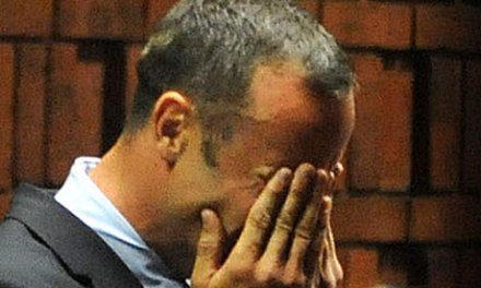 Bloodied cricket bat is key evidence in Oscar Pistorius case, paper claims