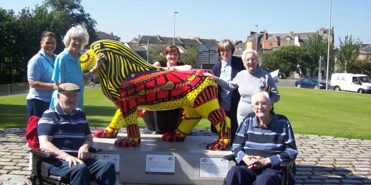Care home residents go on the prowl for Paisley Lions