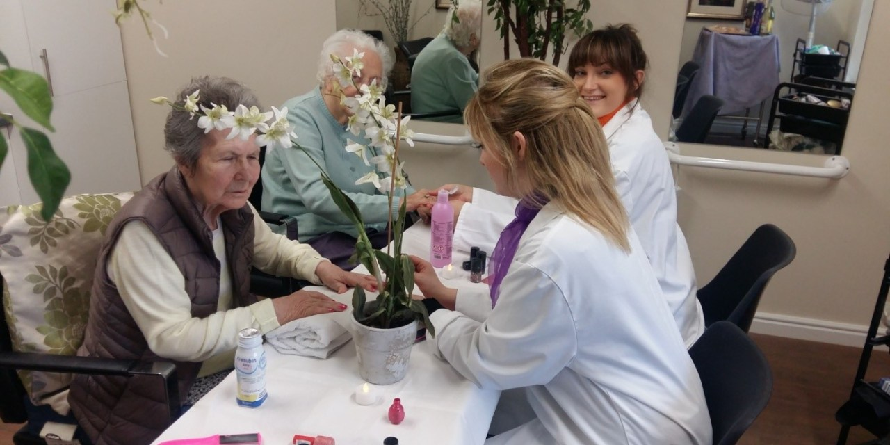Ayr residents get glammed up with spa day