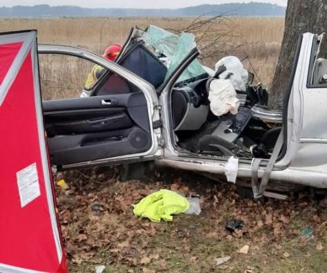 W szpitalu zmarła druga ofiara wypadku pod Krosnem Odrzańskim. To 20-letni kierowca. 18-latek walczy o życie