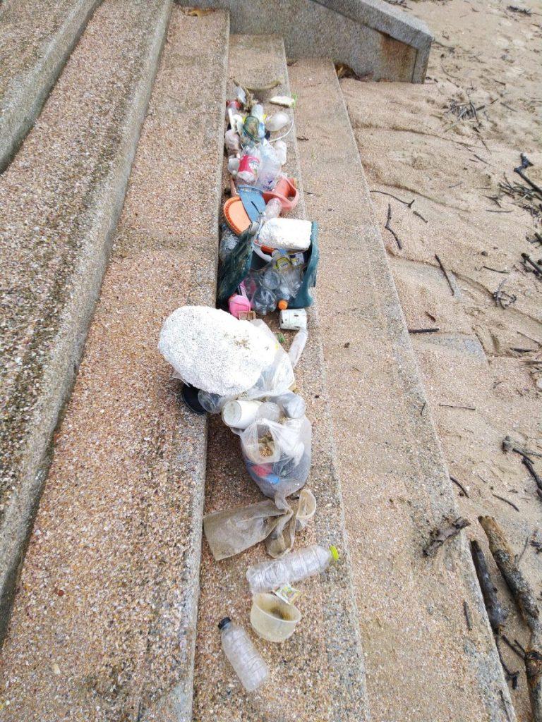 Einweg Plastik aus dem Meer und vom Strand