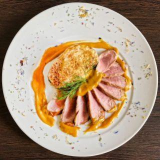 Schweinefilet Medaillons – Senfsauce/ Honig/ Pilze/ gefüllte Kartoffeln/ Käse