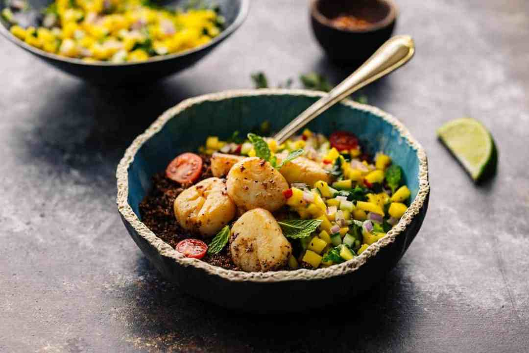 pan seared sea scallops with mango salsa and kaniwa