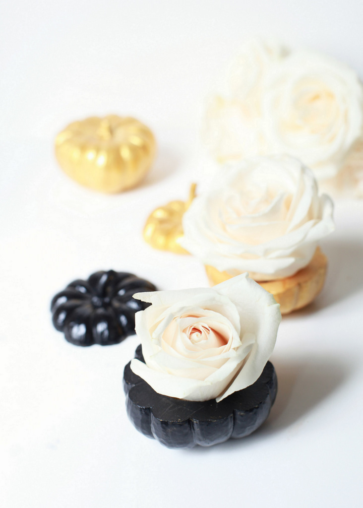 black_gold_mini_pumpkin_centerpiece_vase