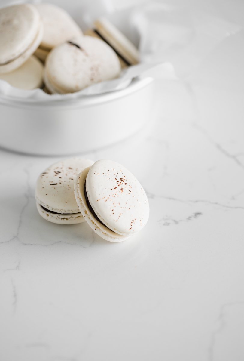peanut_butter_chocolate_easter_macarons_speckled_recipe_baking