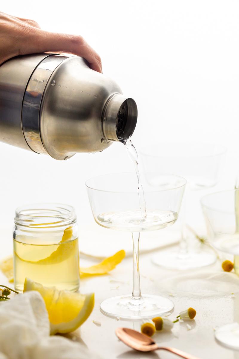 how to make lemon chamomile sparklers - easy 4 ingredient summer cocktail recipe