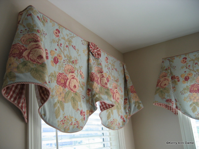 Cottage Romantic Valance with roses and gingham