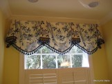 Empire Valance in blue and white with tassels, without cascades