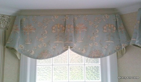 Imperial Valance with Palmetto Trees and Ticking Trim