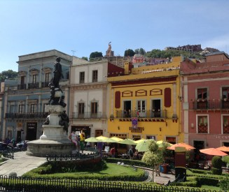 along the Plaza de la Paz