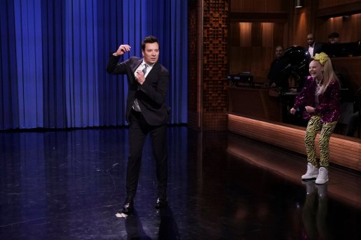JoJo Siwa inspires viewers on Jimmy Fallon The Tonight Show!