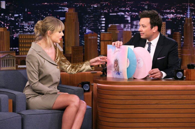 Celebrity News trending now includes Taylor swift post Lasik and it's hilarious! Check it out right here on positive celebrity news!