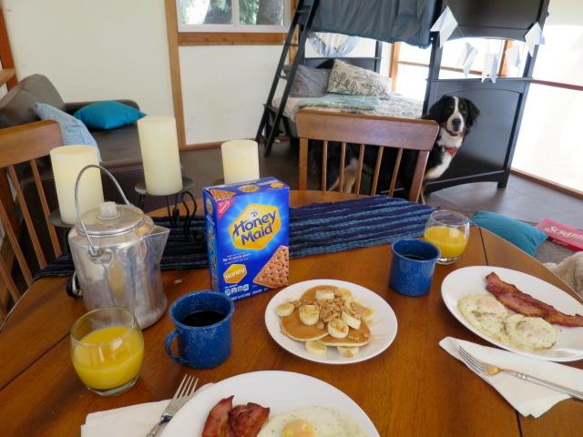 Graham Cracker Banana Pancakes #FallGlamping