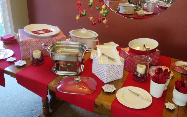 How  to Set up a Christmas Buffet Table